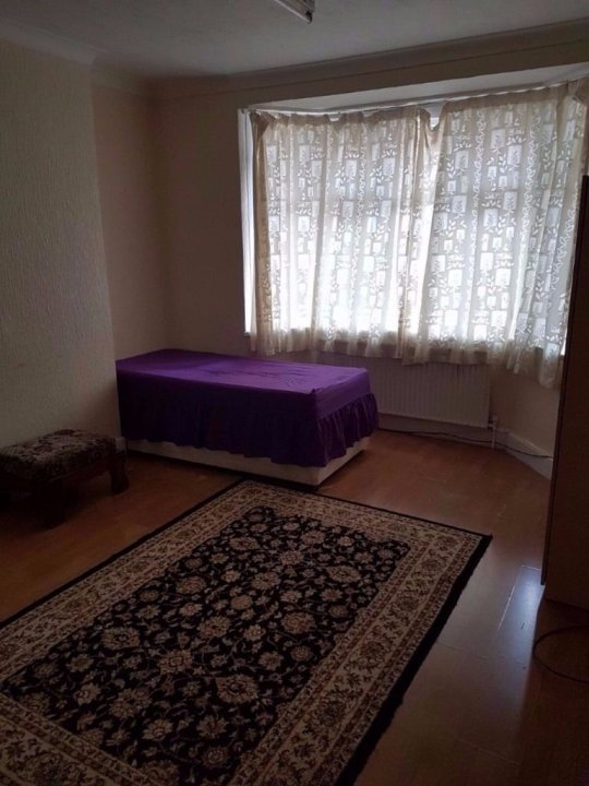2 Twin/double/triple room 3-5 min Finsbury Park, close to: Arsenal,Kings Cross,Camden town,Holloway video thumbnail
