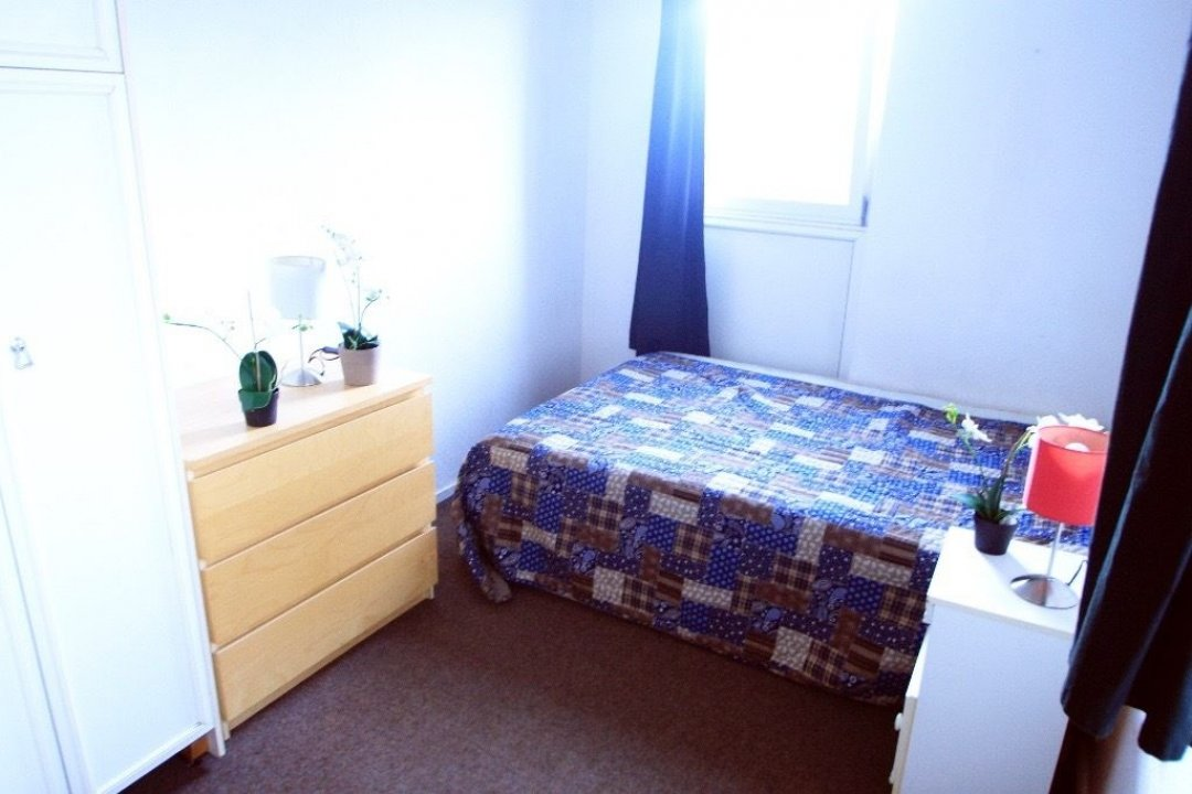 VERY CHEAP ROOM IN TUFFNEL PARK, LARGE AND GREAT PROPERTY video thumbnail