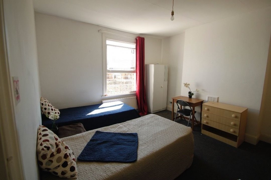HUGE TWIN ROOM IN ARSENAL, GREAT SPACIOUS FLAT, MINUTES FROM THE STATION video thumbnail
